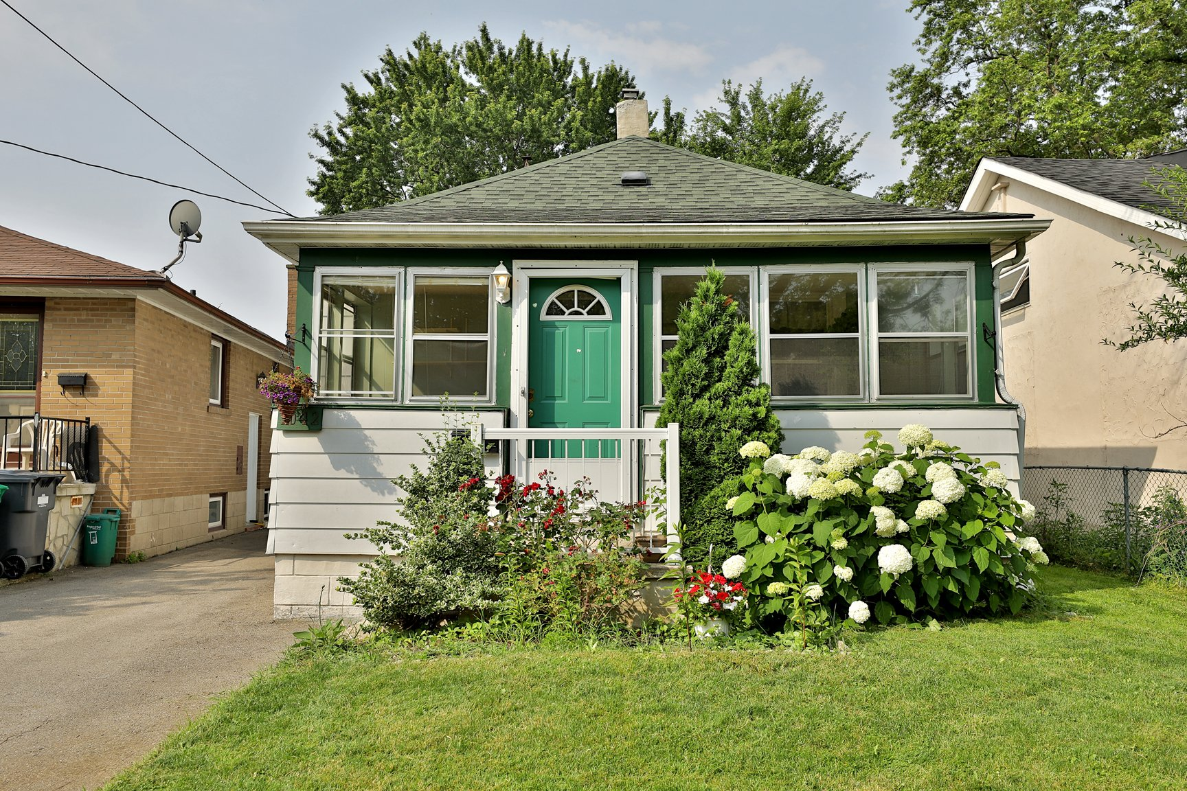 1042 Meredith Ave, Mississauga