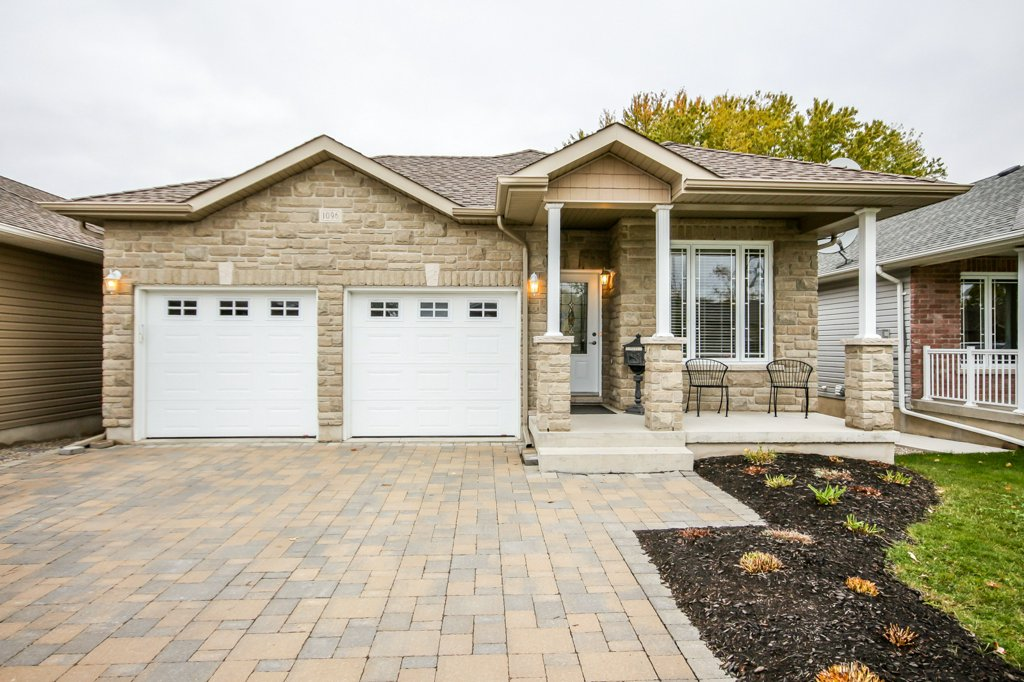 Executive Home in Lyndenwood Neighbourhood