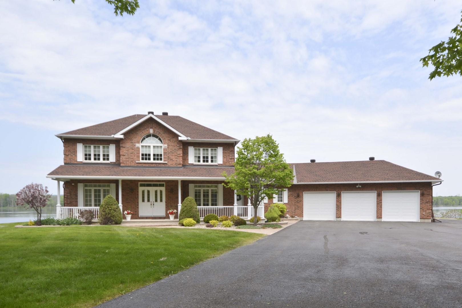 1853 Regional 174 Road | Luxury Home on the Ottawa River