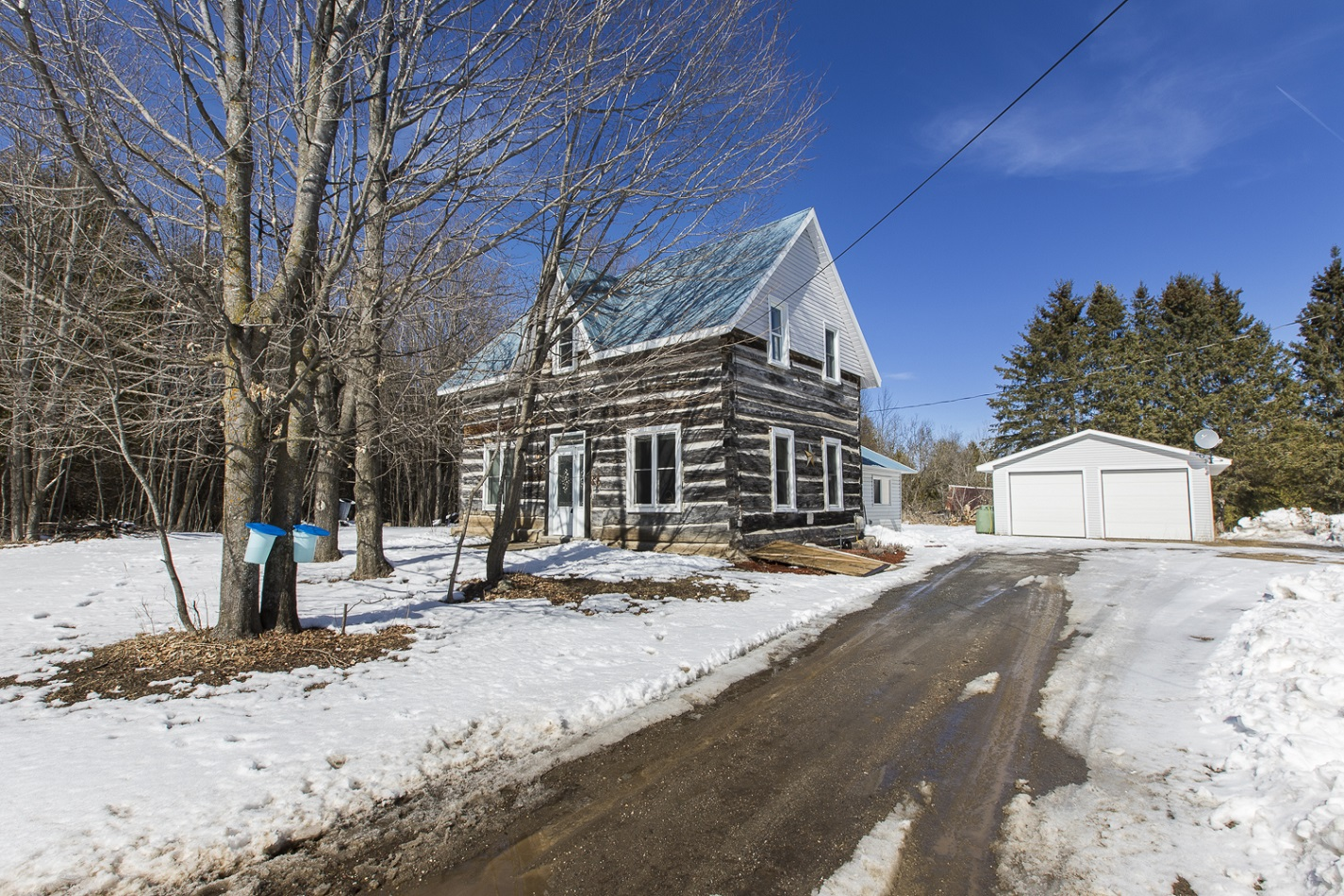 2662 Tatlock Road | Charming Log House in Old Almonte