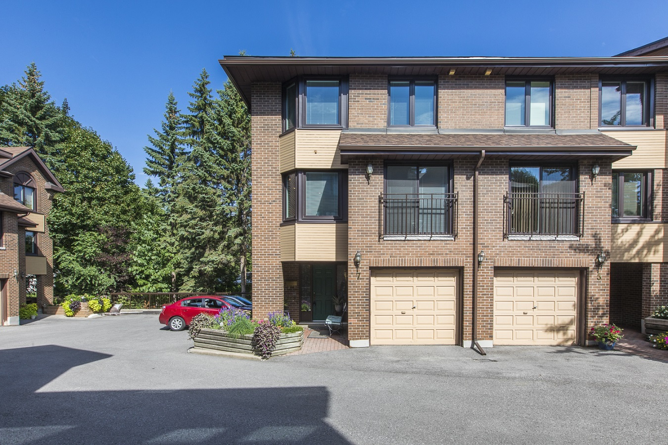 7 Summershade Private | Stunning Executive Town Home by Civic Hospital