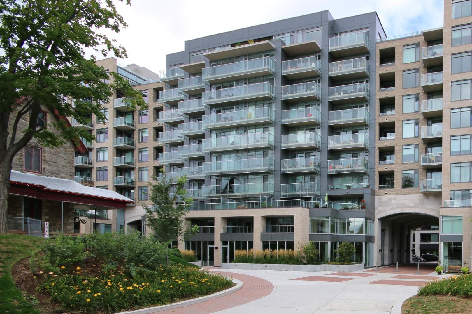 98 Richmond Rd, Suite 402