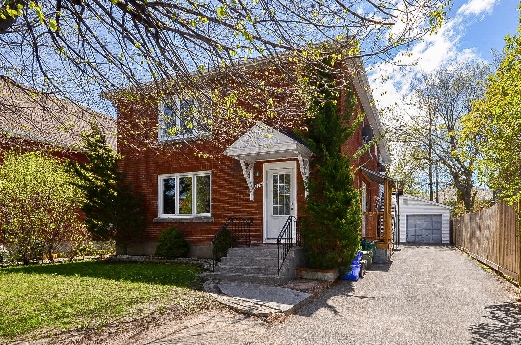 306 Currell | Well Maintained Duplex In Westboro