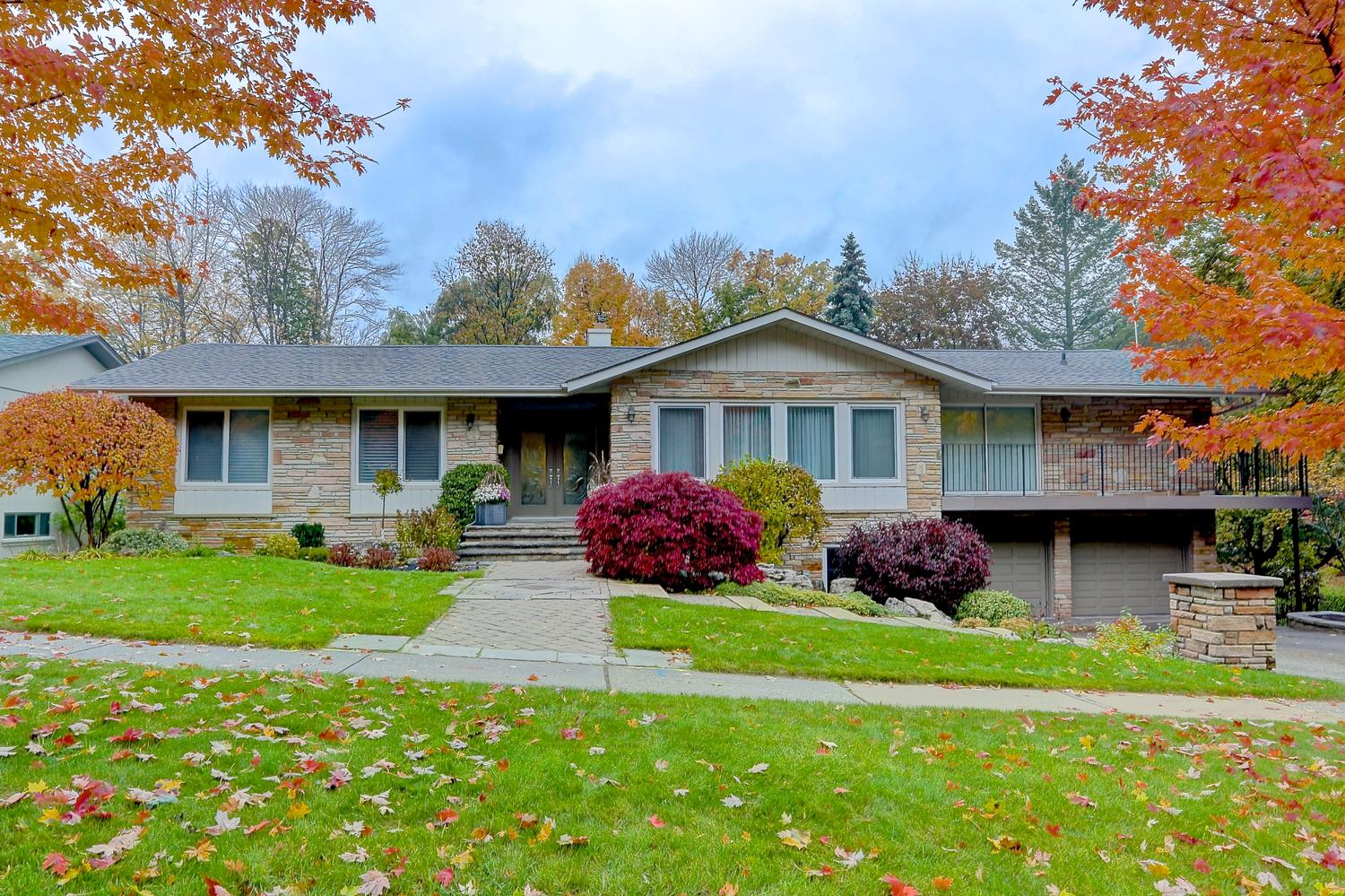 1047 Springhill Drive, Mississauga