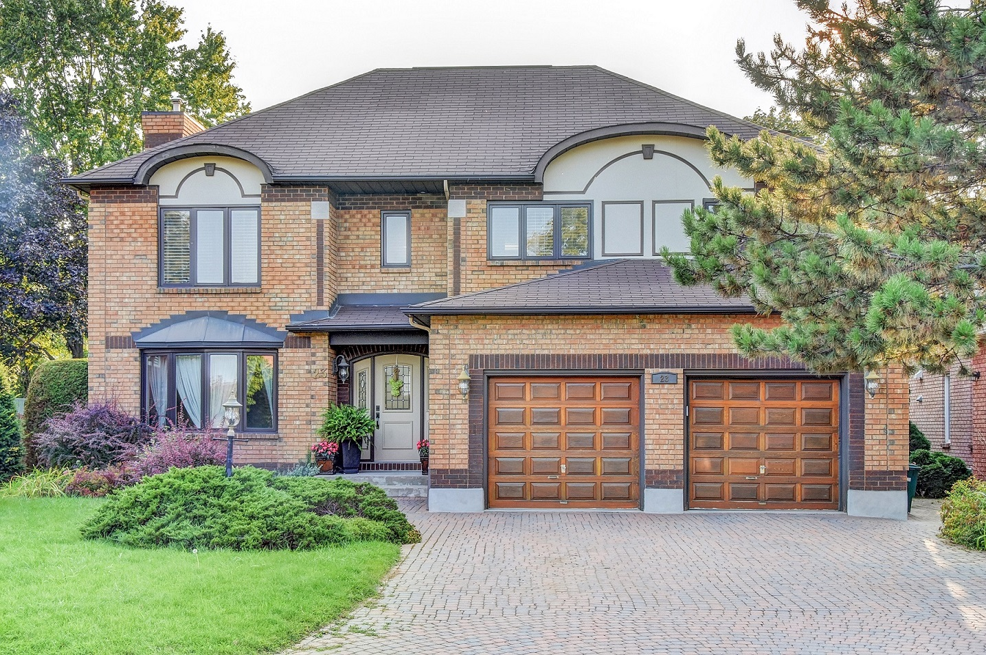 23 Hyde Park Way - Large and Spacious Detached Home with Fully Finished Basement in popular Centrepointe!