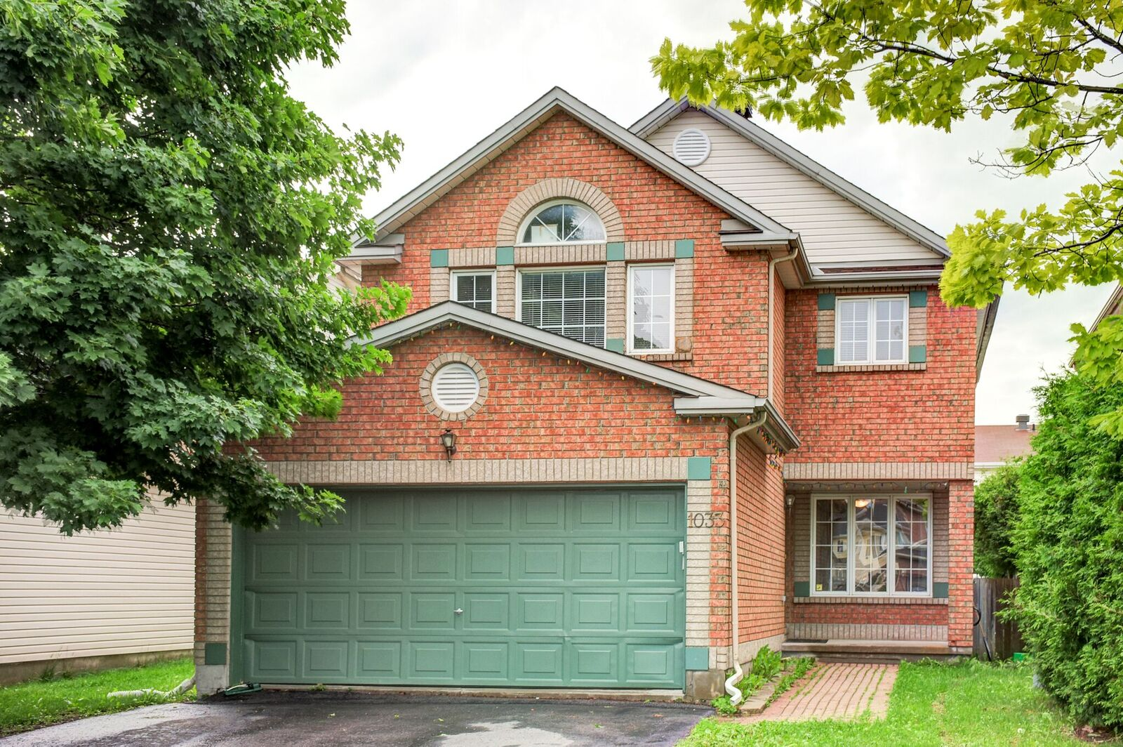 1033 Como Cres - Beautiful 4 Bedroom Detached Home in Orleans - Fallingbrook area!
