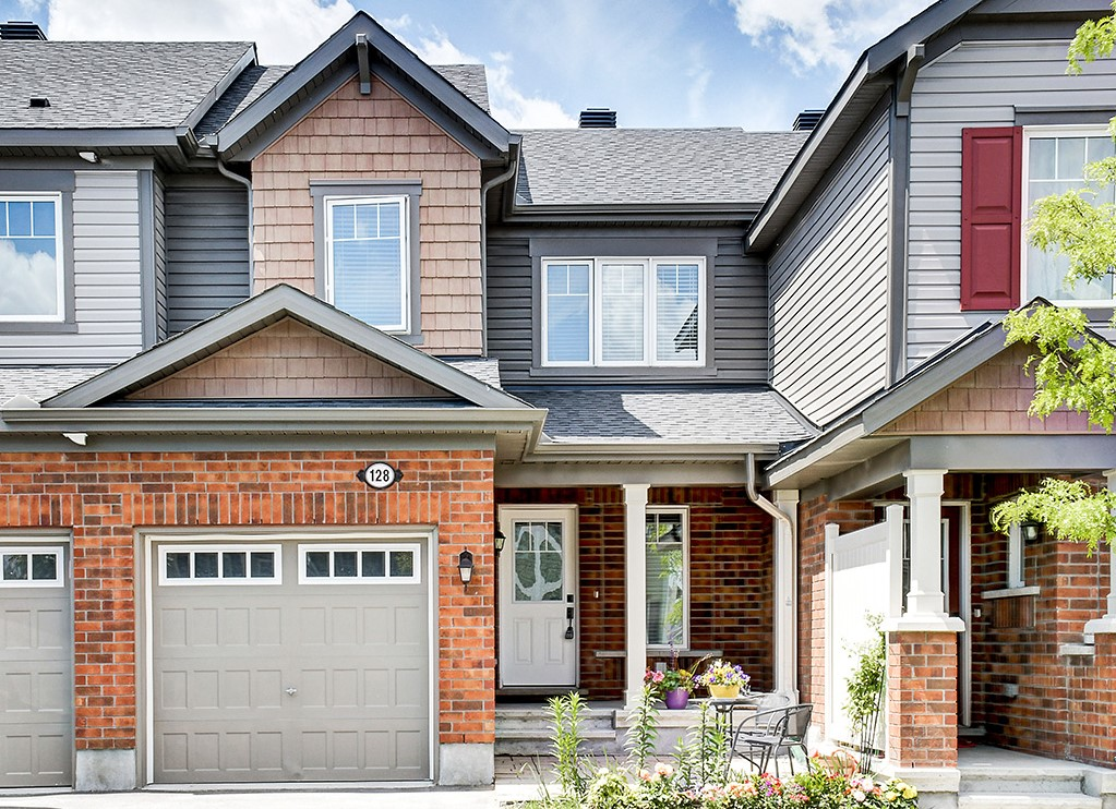 128 Conifer Creek - 3 Bedroom Townhome on a quiet street in Monahan Landing-Kanata area!