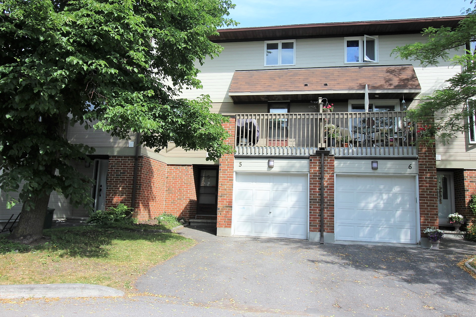 5-3205 Uplands Dr - Spacious 3 Bedroom Condo Townhouse for Sale in popular Hunt Club Woods area!