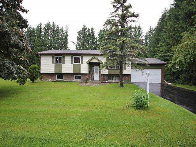 3315 Annette St - Stunning Hi Ranch Home close to Ottawa in Osgoode area!