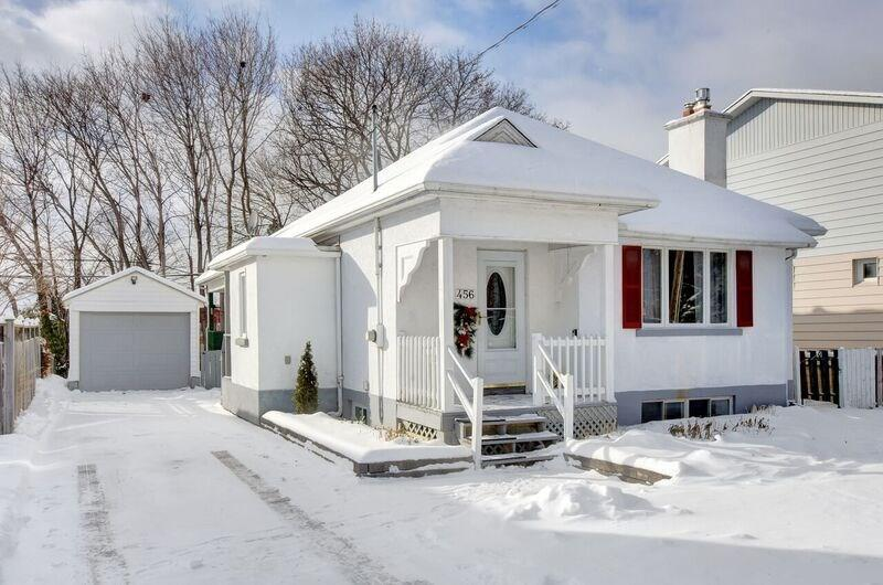 456 Richardson Ave - Updated 3 Bedroom Bungalow in popular Woodroffe area!