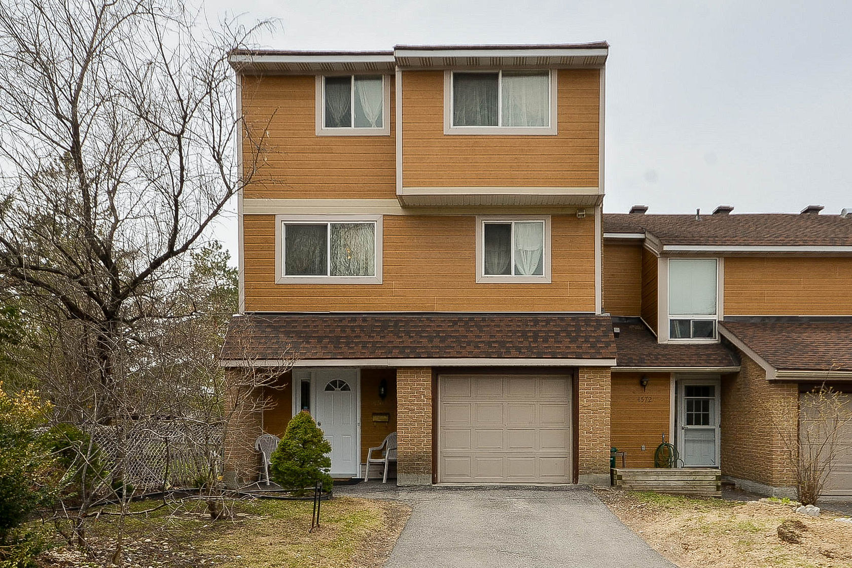 4574 Carrington Place - 3 Storey End Unit, 4 Bedroom Condo Townhouse in Pineview area!