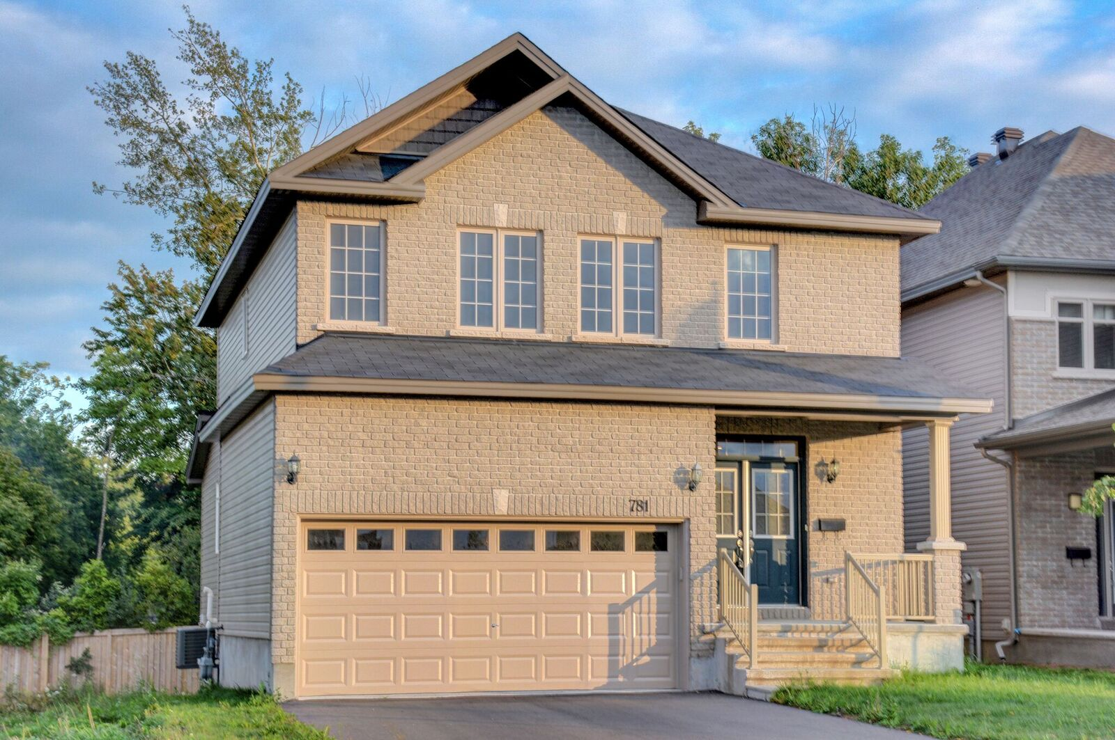 781 Fiddlehead St - Stunning Detached Home on a Wider Premium Lot in Findlay Creek