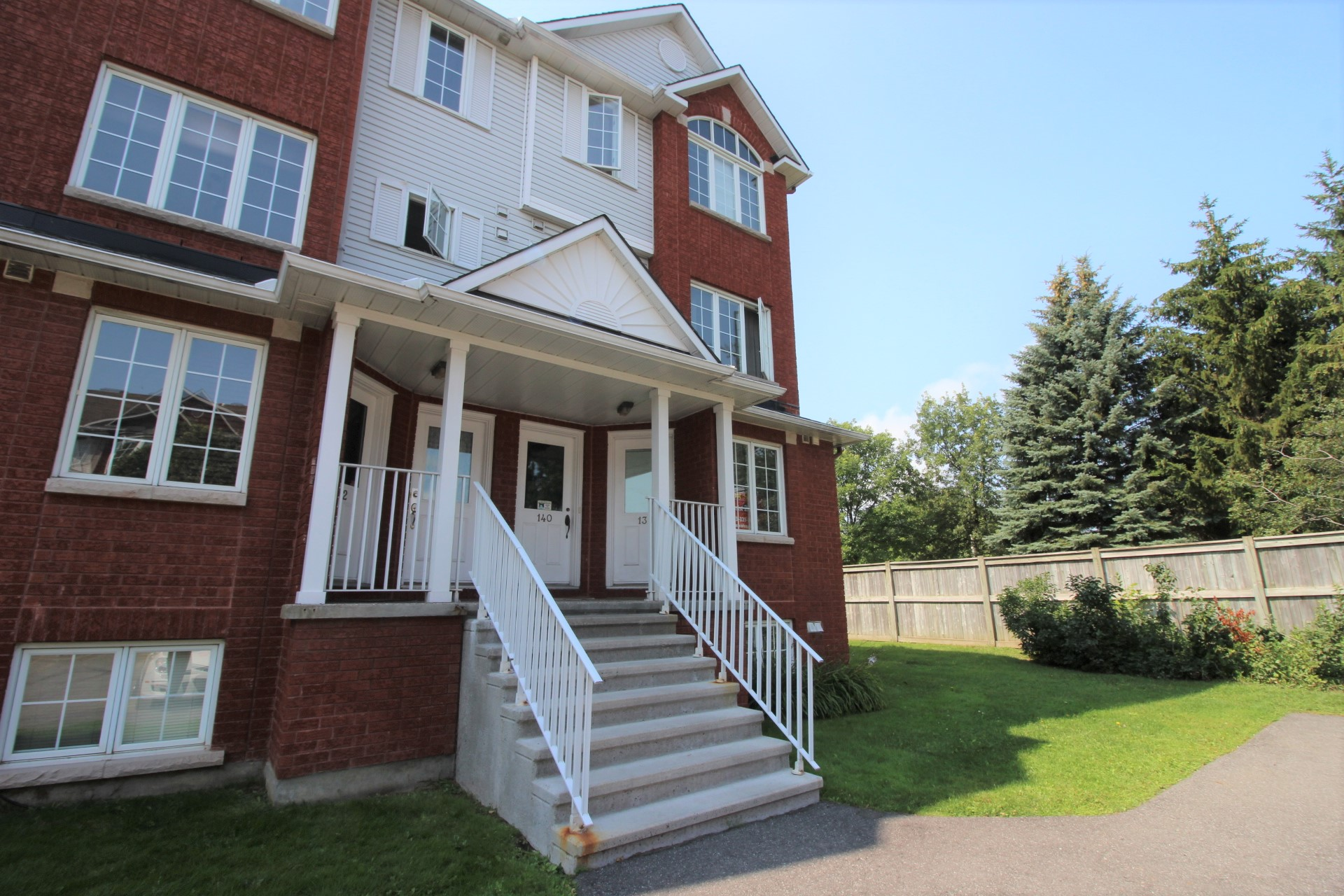 138 Briston Pvt - Beautiful 2 Bedroom End Unit Condo in popular Hunt Club Park