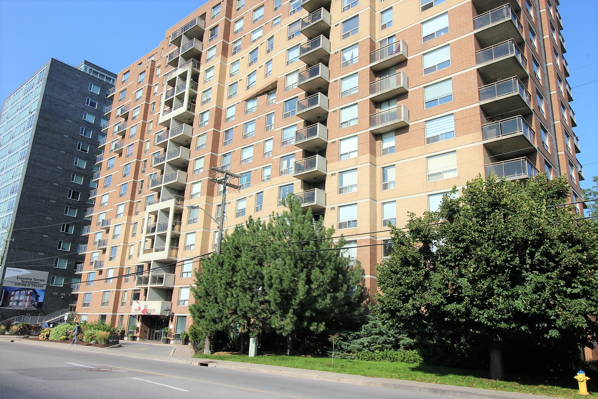 506-215 Parkdale Ave - Renovated Open Concept Condo Apartment in Tunneys Pasture!