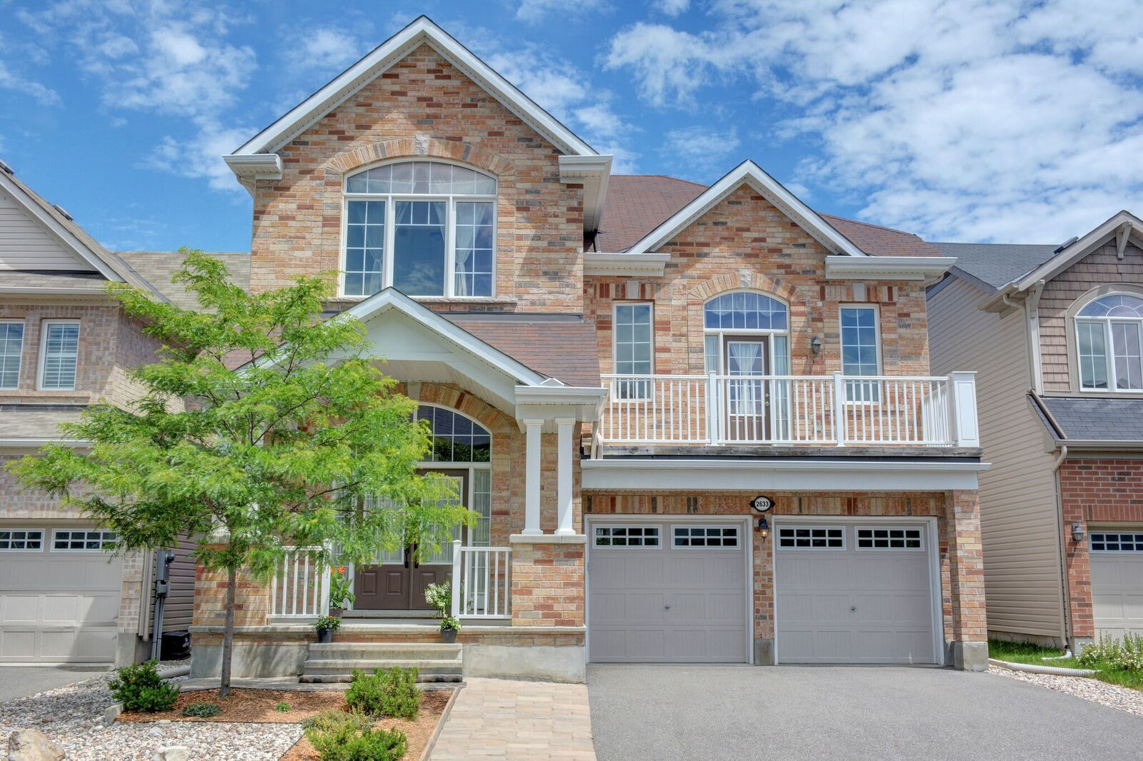 2633 Watermusic Bay - Stunning and Spacious Detached Home in Half Moon Bay!