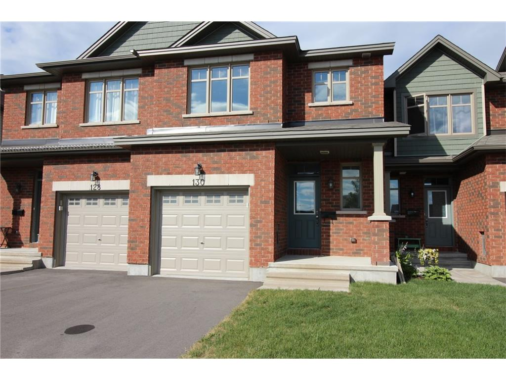 130 Fairweather St - 1920 sq ft 2 Storey Freehold Townhouse in South Ottawa!
