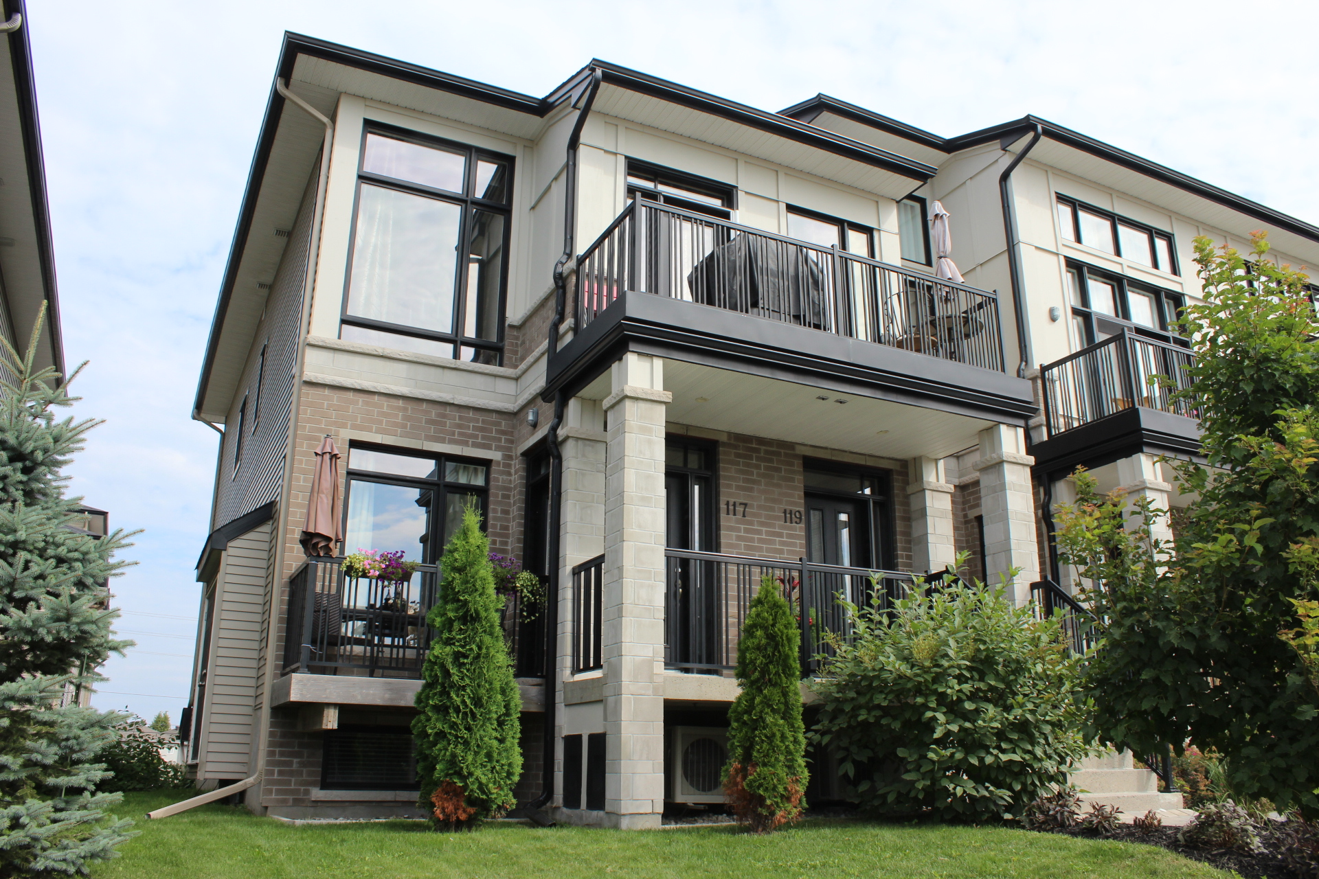117 Poplin St - End Unit Open Concept Condo in Riverside South!