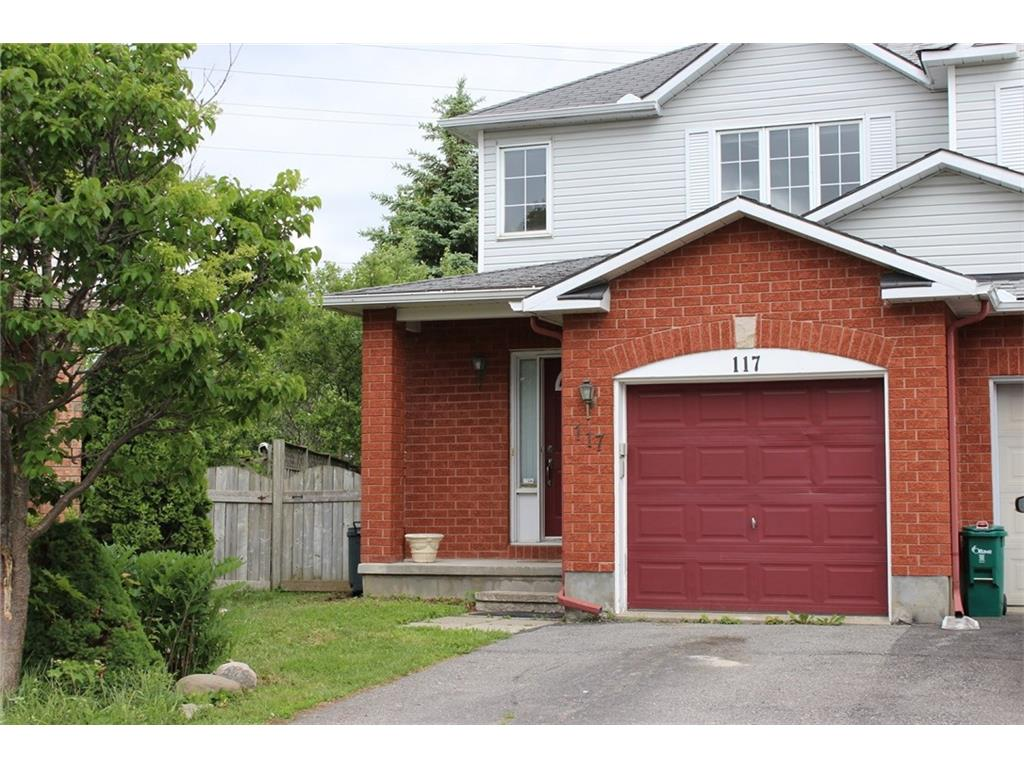 117 Forestglade Cres - End Unit Townhome in highly desired Hunt Club Park area!
