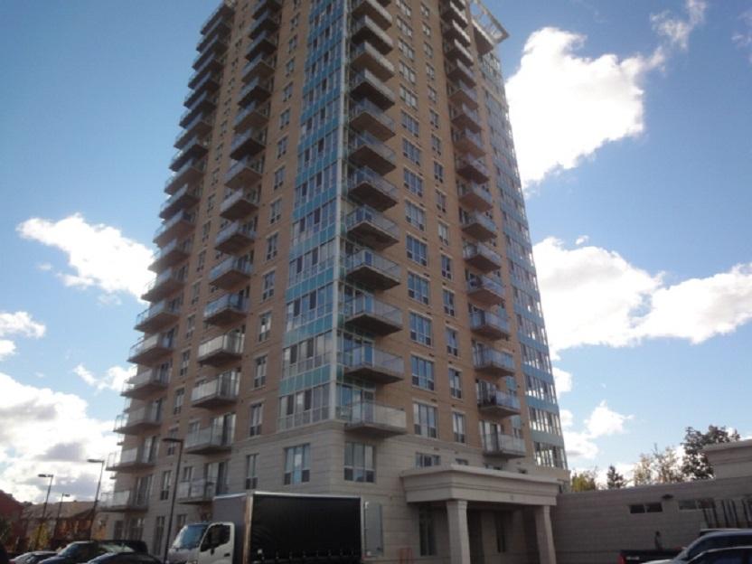 806-90 Landry St - Lovely 1 Bedroom plus Den Condo in Vanier area!