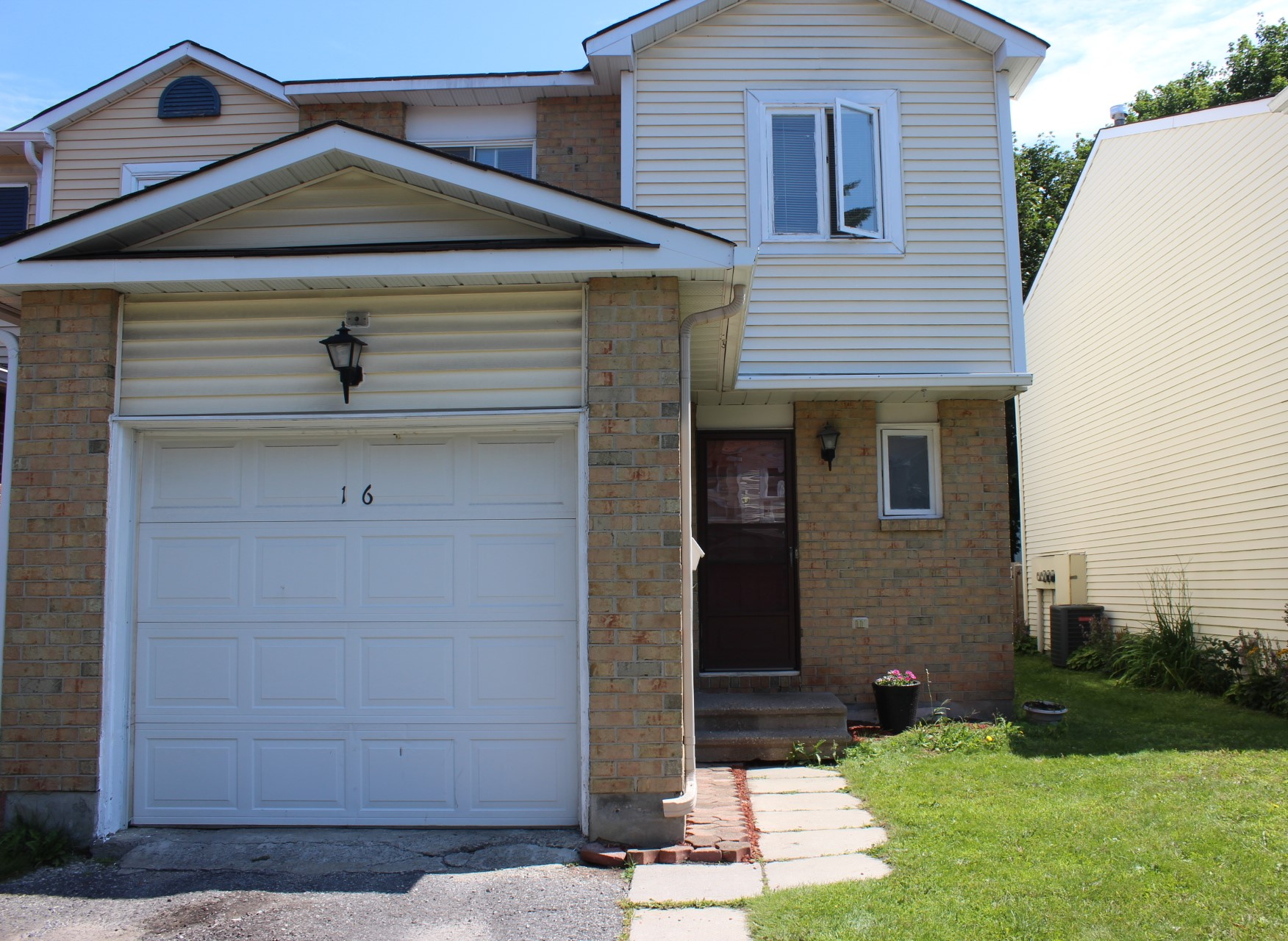 16 Sunridge Ln - Spacious End Unit Townhome with Attached Garage in Barrhaven