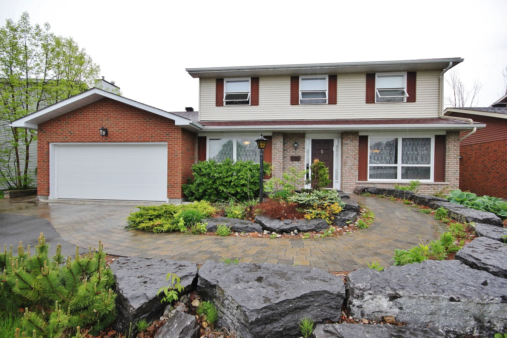5 Roselawn Crt - Stunning and Spacious 7 Bedroom, 5 Bath Detached Home in Craig Henry!