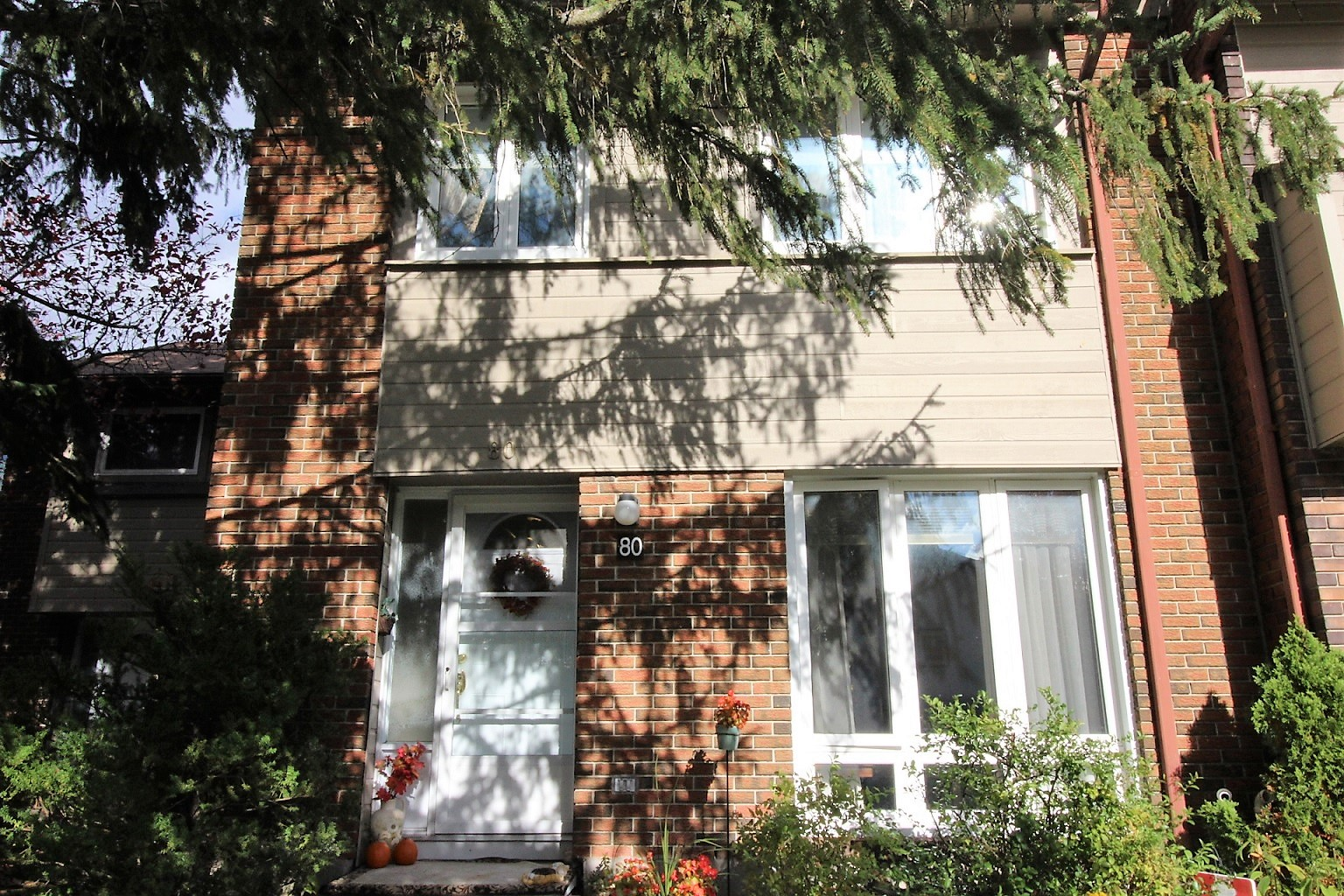 80-21 Midland Cres - 4 Bedroom Townhouse with Fully Finished Basement in Arlington Woods!