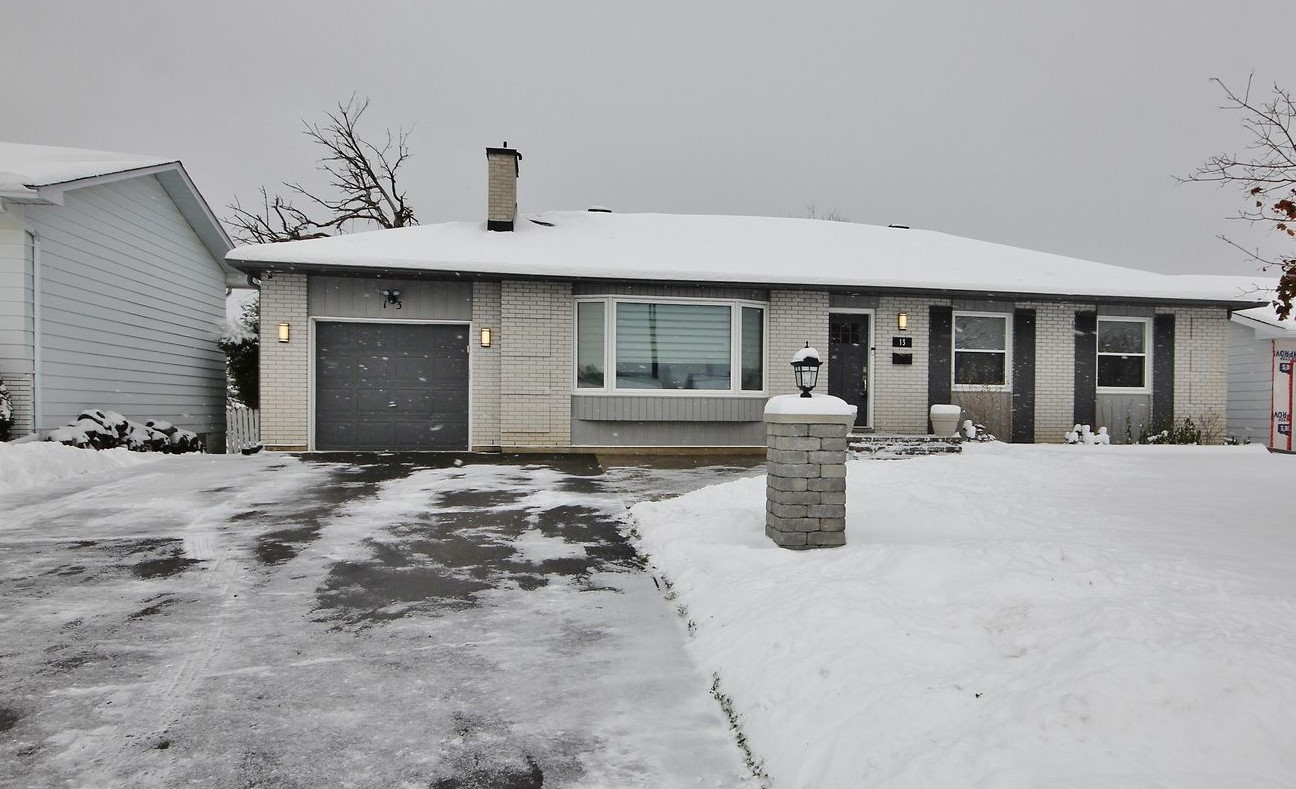 13 Charing Rd - Beautifully Renovated 3 Bedroom Bungalow in popular Craig Henry area!