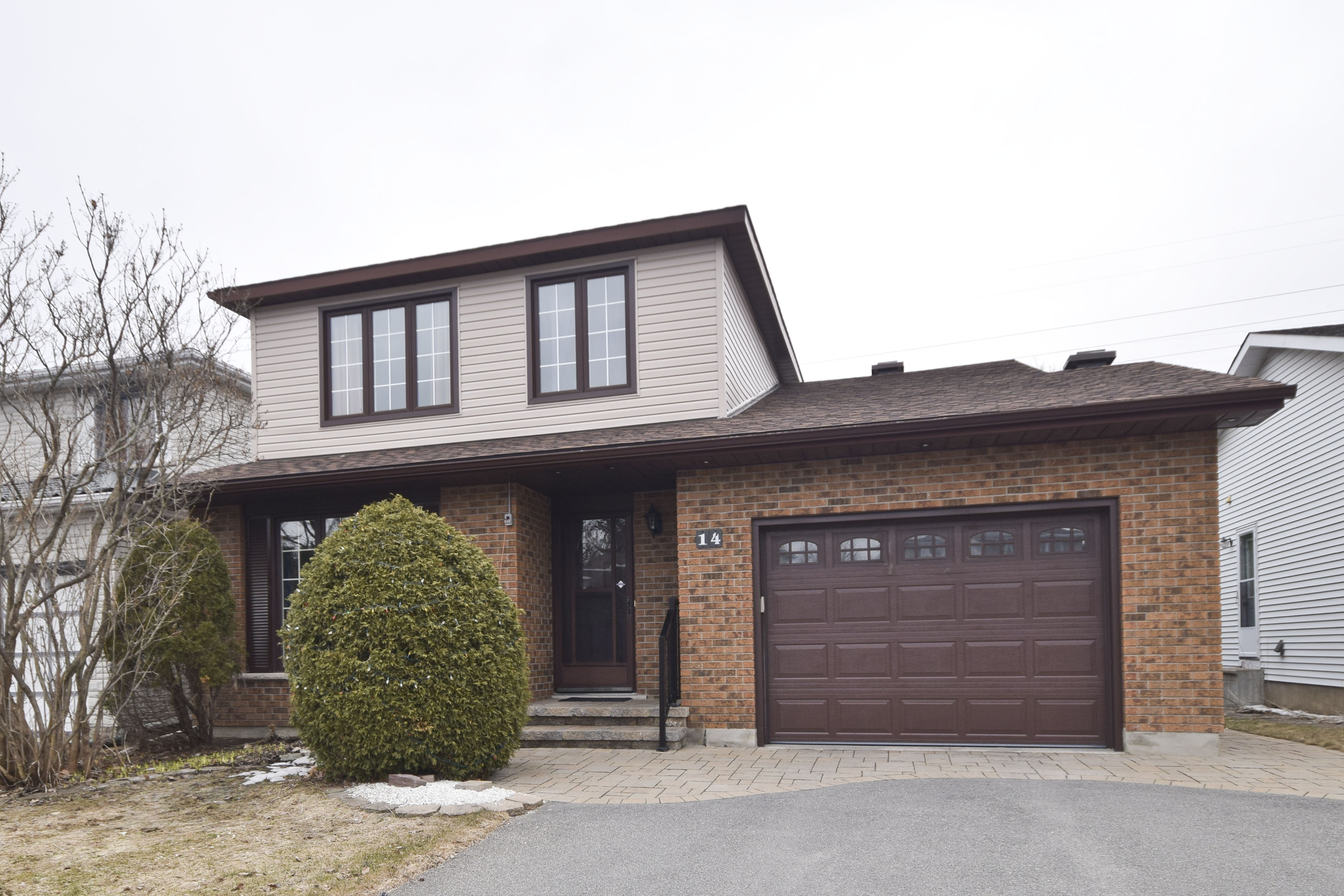 14 Beechcliffe St - Updated and Well Maintained Detached Home in popular Craig Henry area!