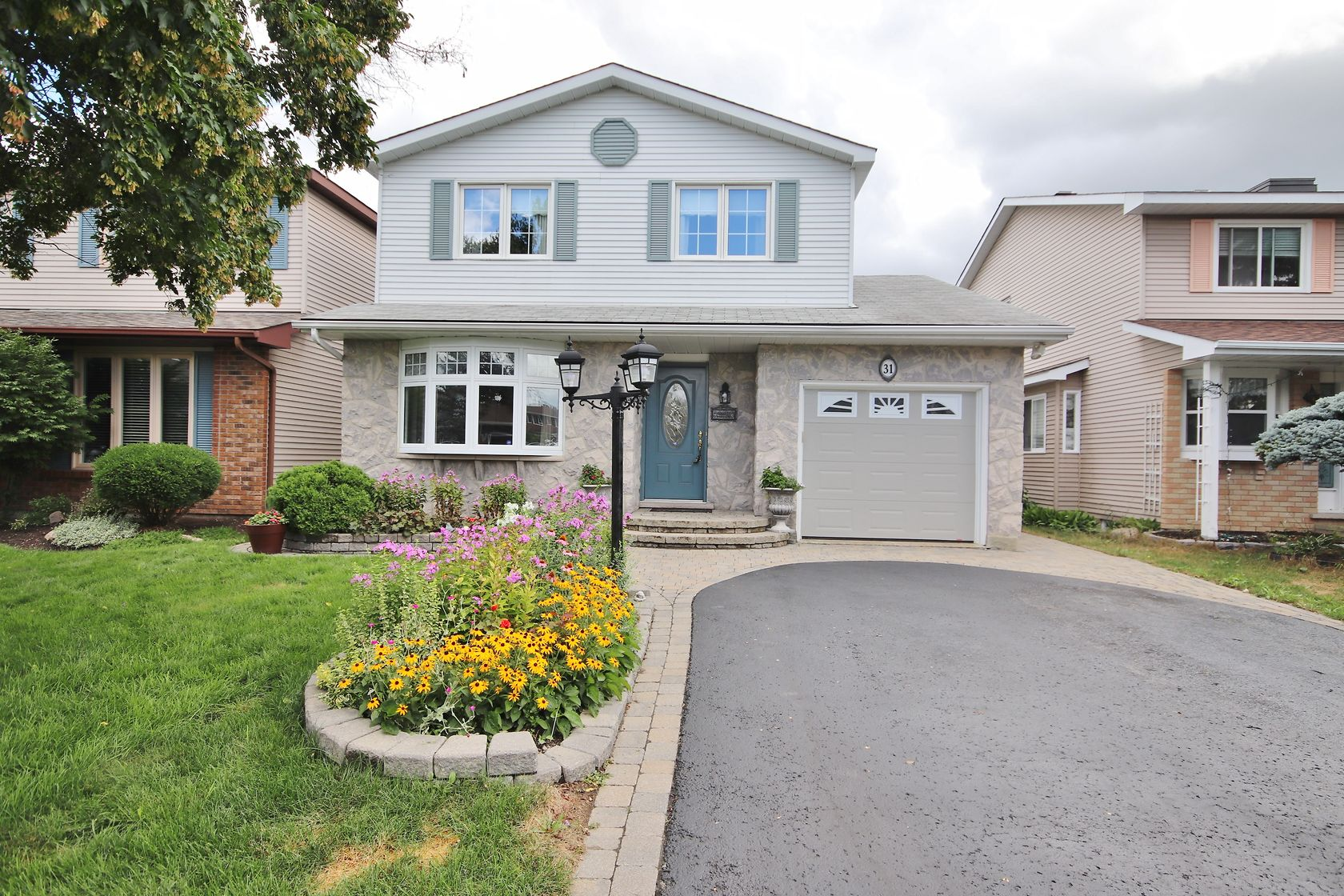 31 Ivylea St - Lovely 4 Bed, 3.5 Bath Home on quiet street in popular Craig Henry!