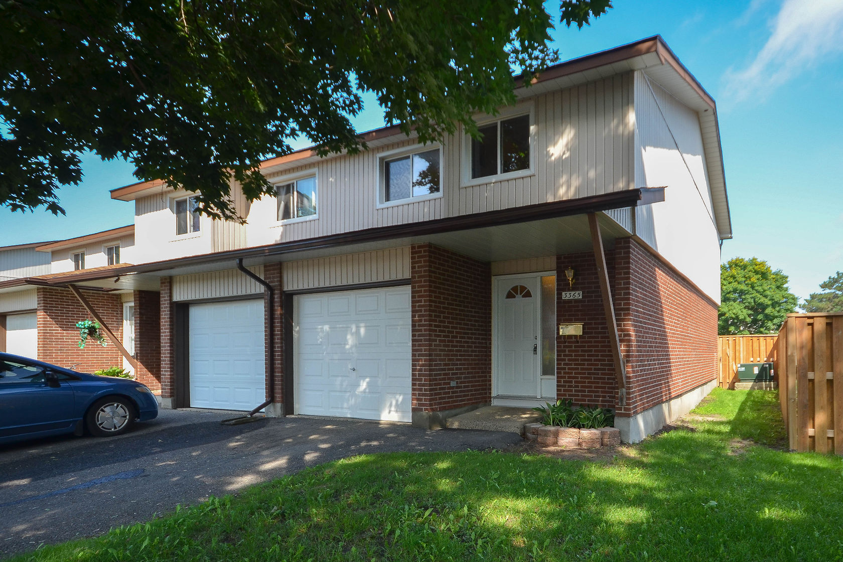 3365 Hogarth Ave - Wonderful 4 Bed, 2 Bath End Unit Condo Townhouse in Blossom Park area!