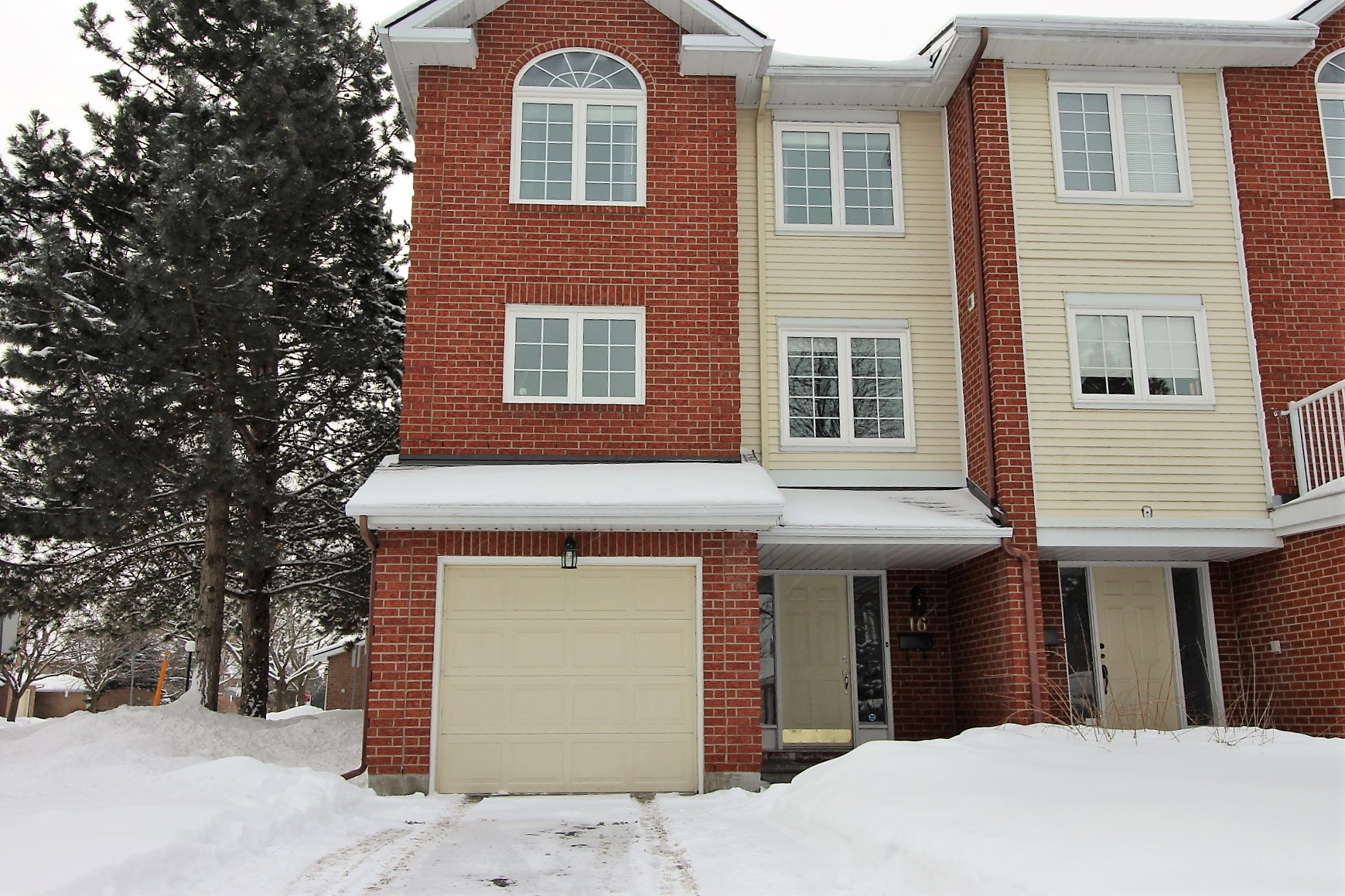 16 Wrenwood Cres - Stunning End Unit Condo Townhome in sought after Centrepointe!