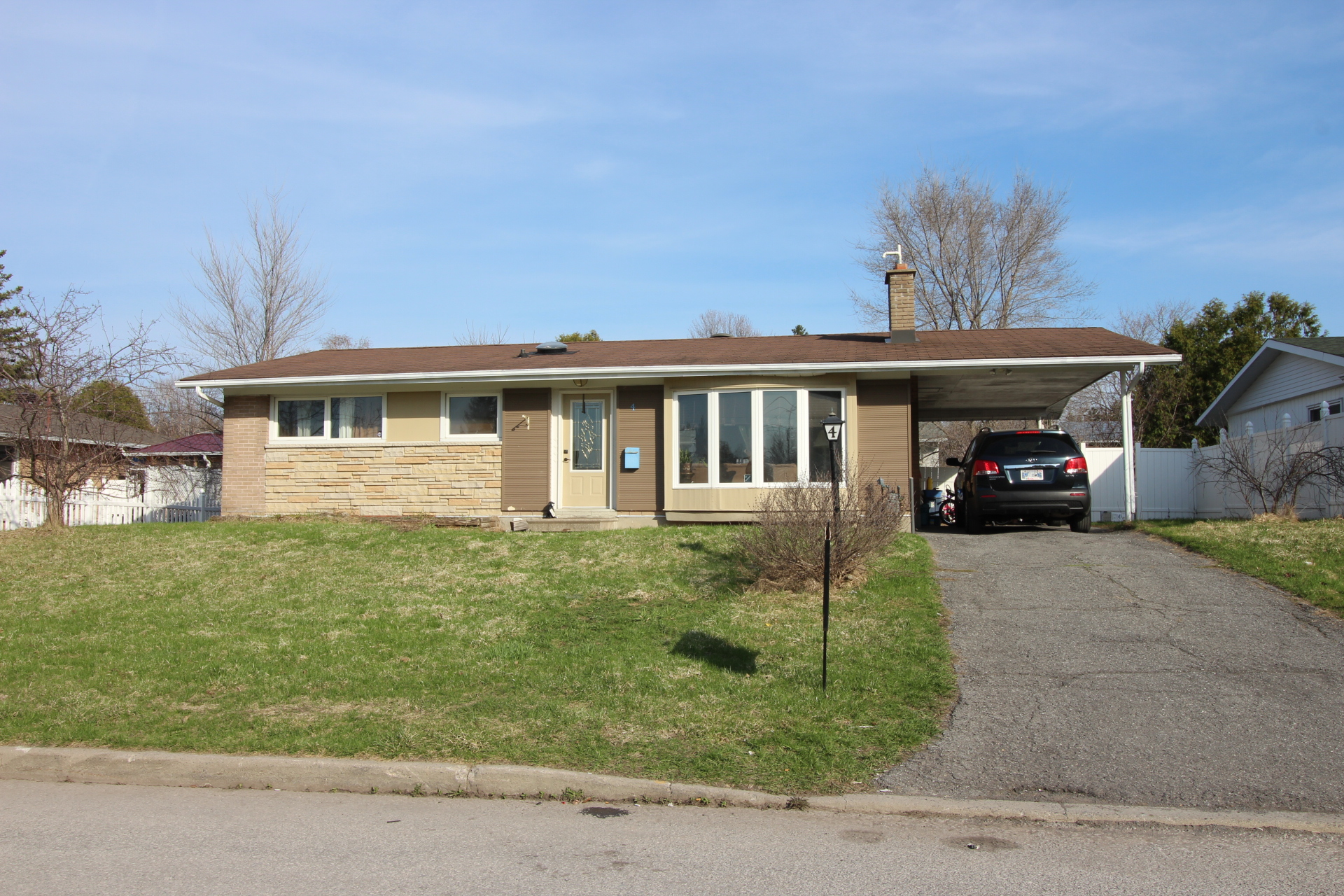 4 Kevin Ave - Live in or Invest in this 3 PLUS 1 Bedroom Bungalow in Bayshore area!