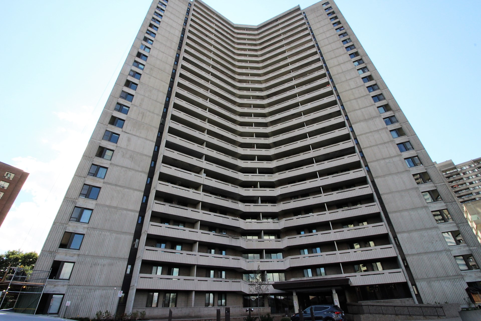 1609-1171 Ambleside Dr - Resort Style Living with Wonderful Views in Western Parkway-Woodroffe Area!