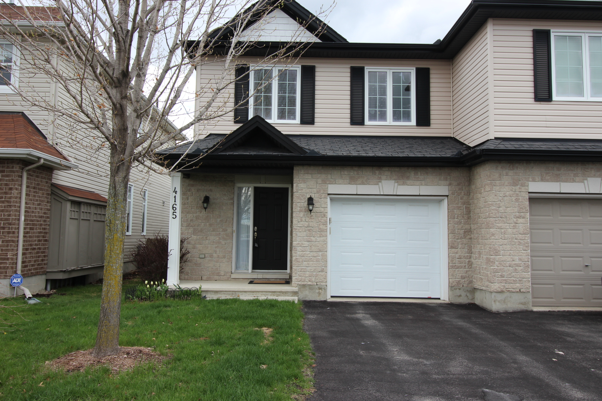 4165 Kelly Farm Dr - Gorgeous Semi Detached Home in Findlay Creek area!