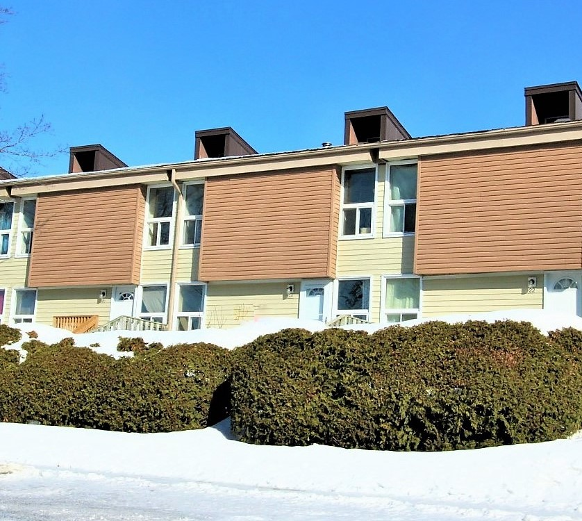 24-3415 Uplands Dr - Excellent Value in this 3 Bedroom Row Unit in Hunt Club area!