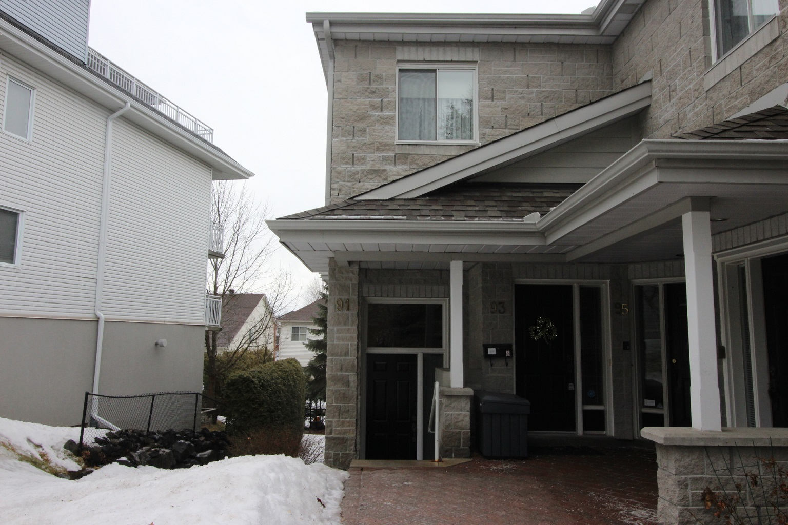 91 Robson Crt - Updated One Level End Unit in beautiful Kanata Lakes!