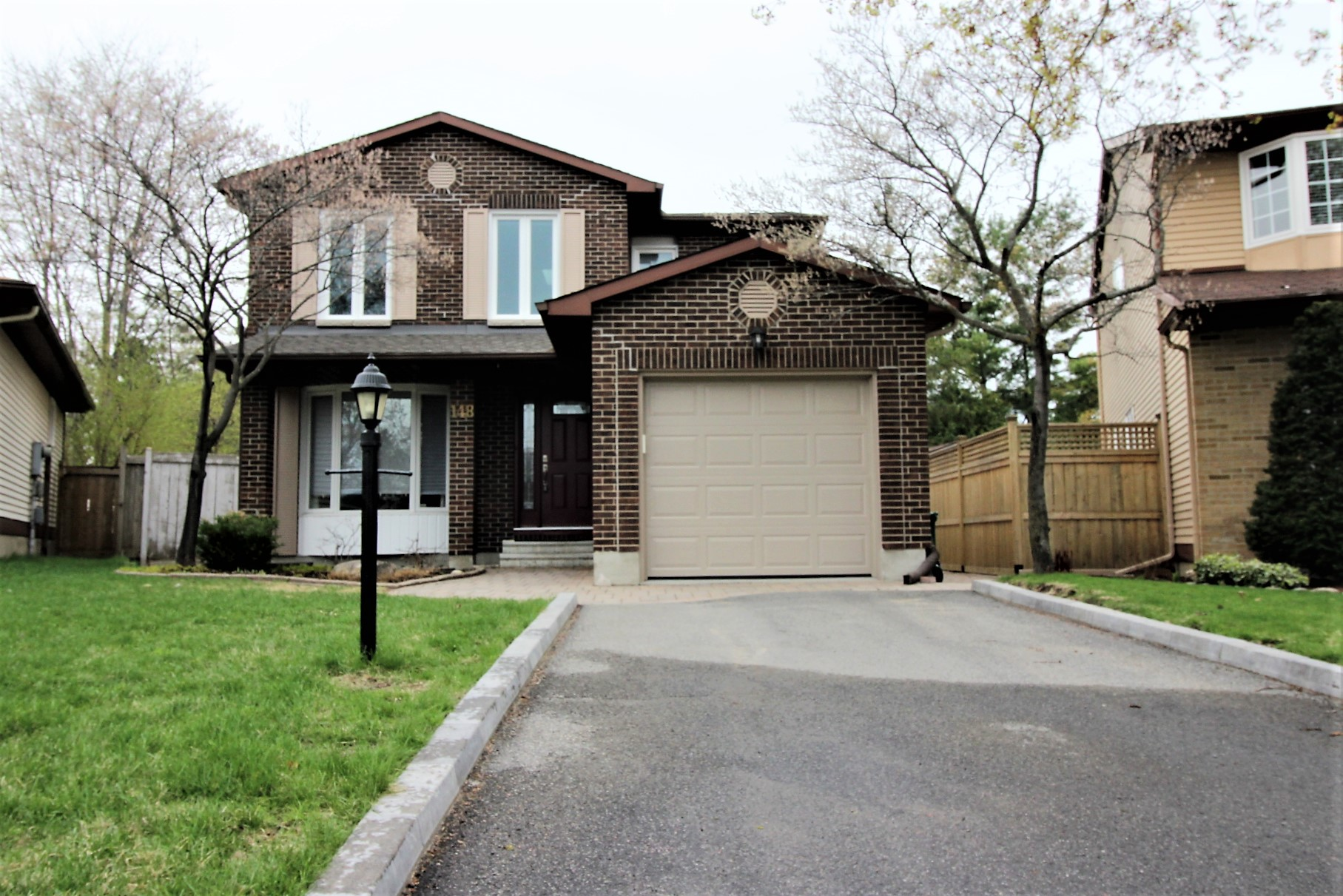 148 Pinetrail Cres - Wonderful 3 Bedroom RENTAL in highly desired Centrepointe area!