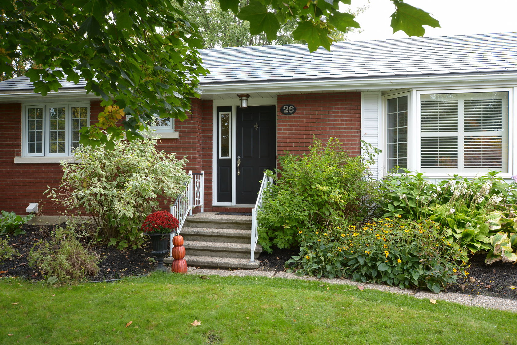 26 Roundhay Dr - Beautifully Landscaped Bungalow with Finished Basement in Manordale area!
