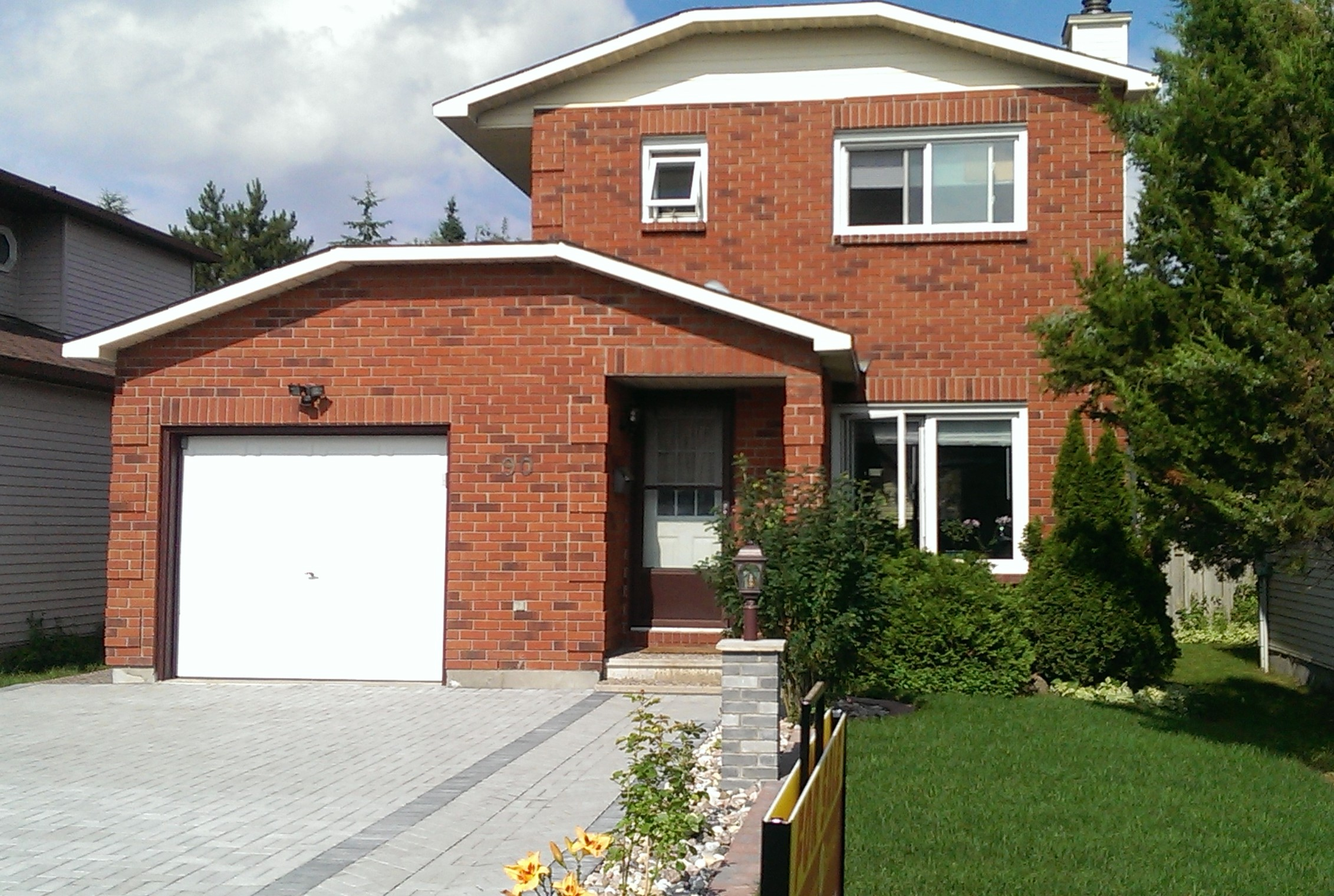 90 Pheasant Run Drive - Charming Detached Home in Old Barrhaven!