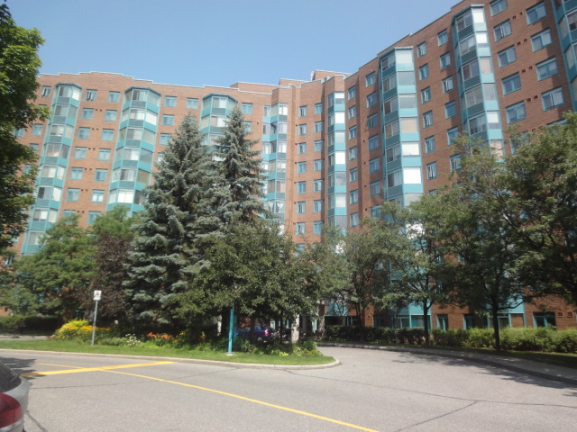 104 - 1025 Grenon Ave - Large Corner Unit for SALE or RENT in Fairfield Heights area!