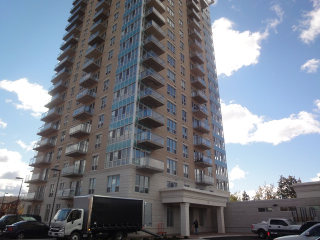 806-90 Landry St - Lovely 1 Bedroom plus Den Apartment for RENT in Vanier area!