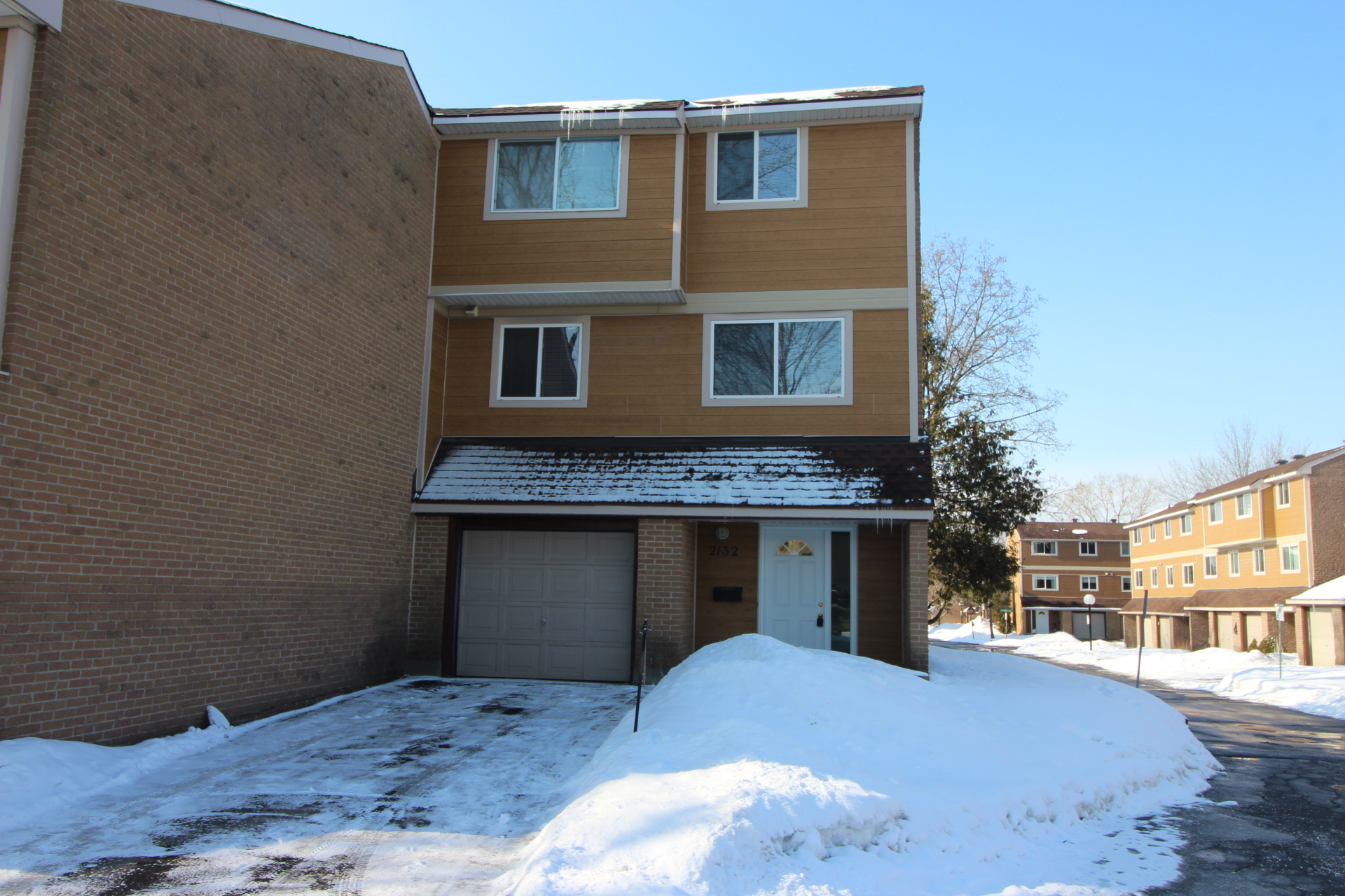 2132 Englewood Place - Recently Renovated End Unit Condo in Gloucester area!