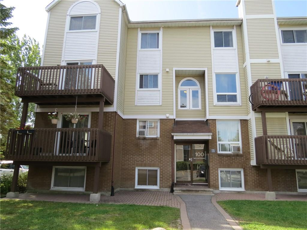 2-100 Fenerty Crt - Spacious 3 Bedroom End Unit Available for RENT in Katimavik area