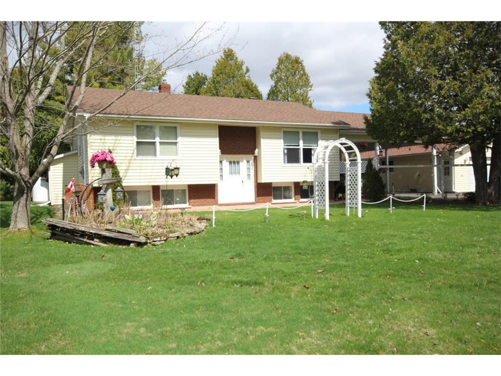 107 Halls Lane - Well Maintained Raised Bungalow with Beautiful Landscaping in Perth!