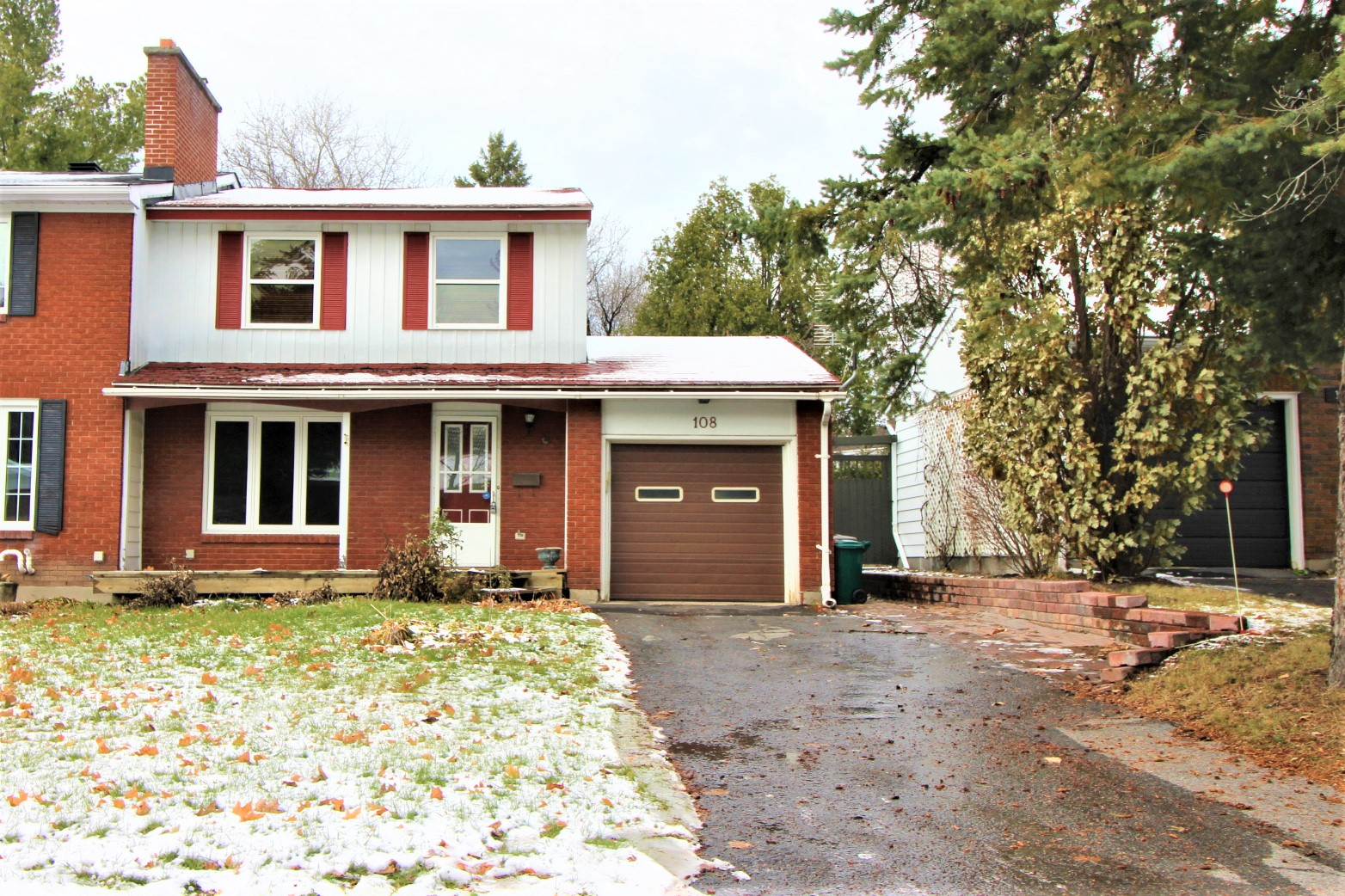 108 Hobart Cres - Semi-Detached with Fully Finished Basement in popular Trent Village!