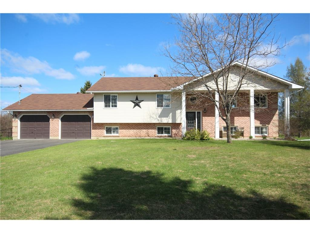76 Bay Rd - Lovely Country Home with Above Ground Pool in Smiths Falls!