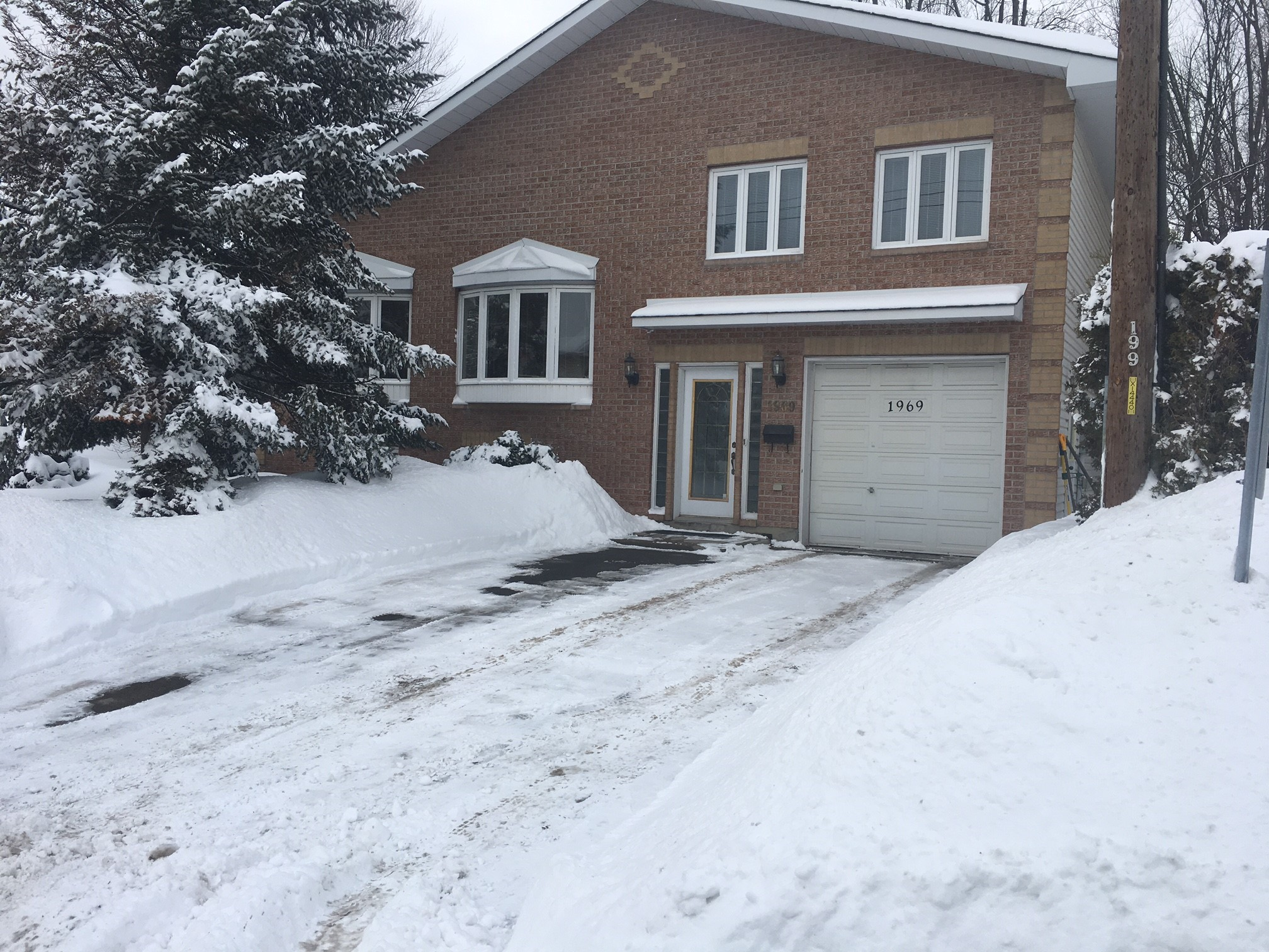 1969 Rosebella Ave - Beautiful Split Level Detached Home in Highly Desired Blossom Park area!