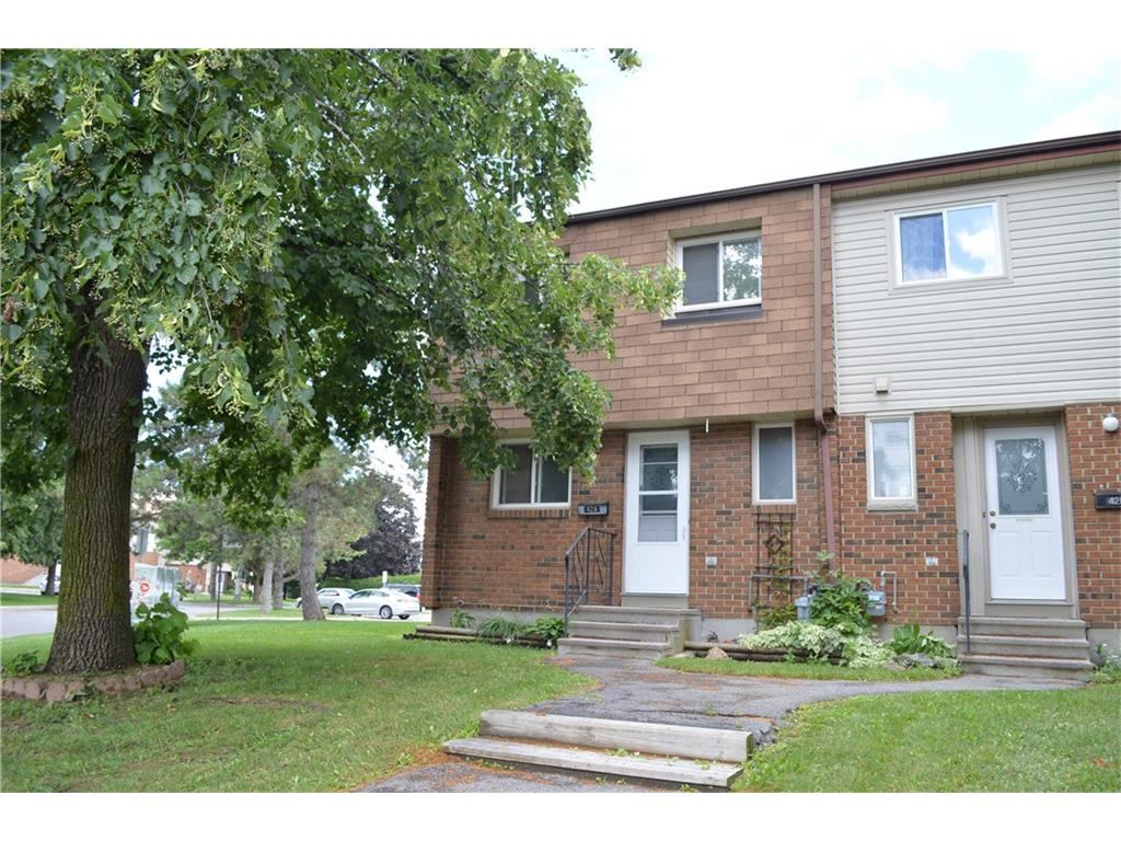 42A Forester Cres - Updated End Unit Townhome with Finished Basement in Westcliffe Estates