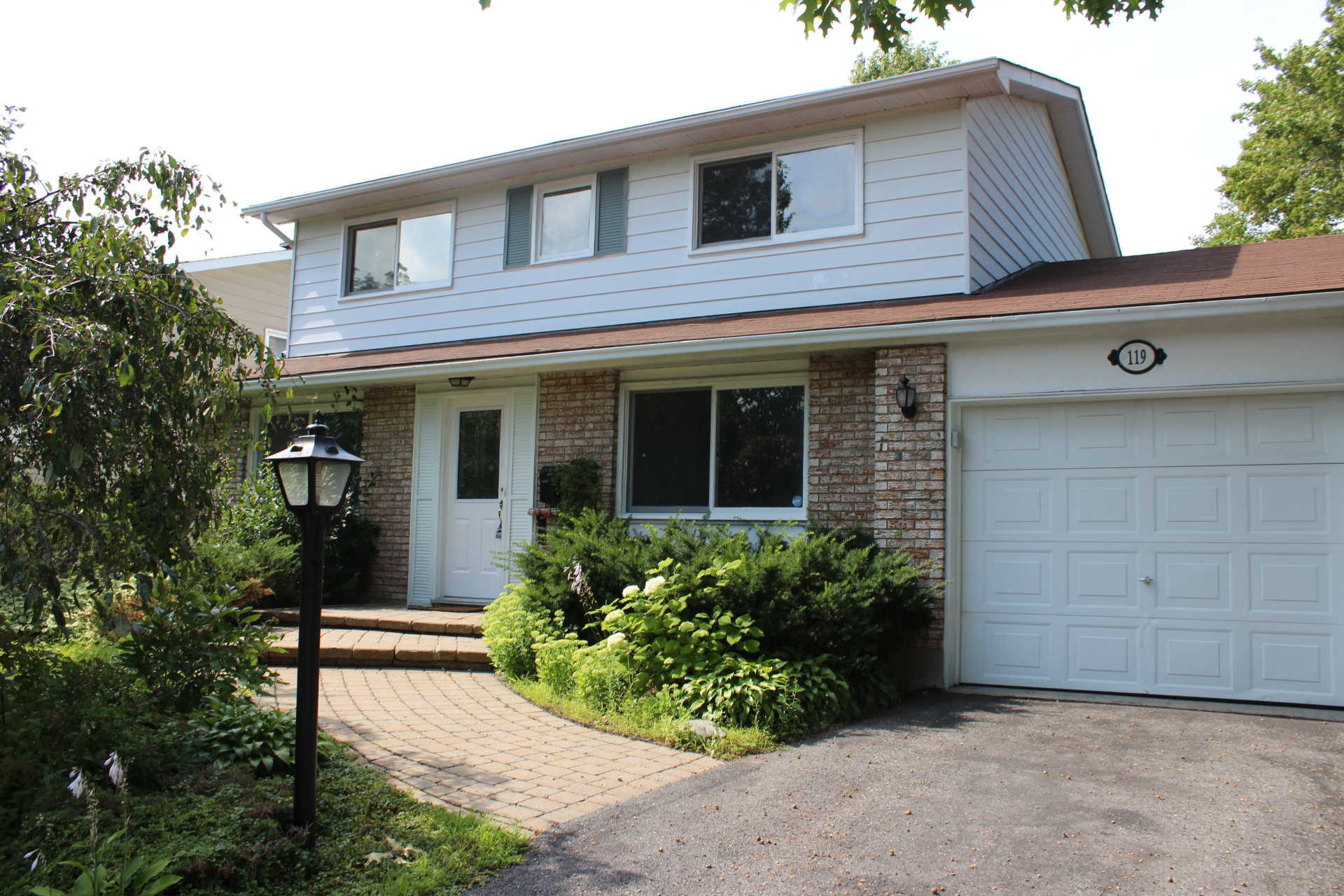 119 Canter Blvd - Detached Single Family Home for Rent in St Claire Gardens-Meadowlands area!