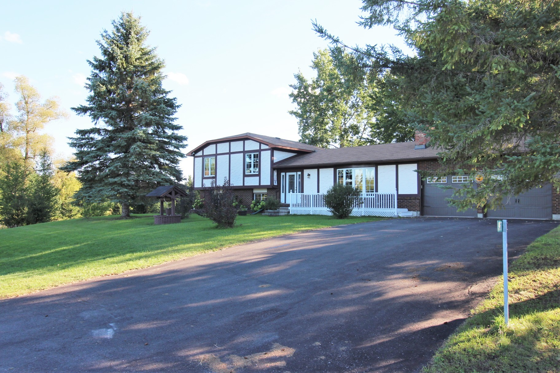 3967 Loggers Way - Mix of City & Country Living with this 4 Bedroom Split Home with 2.4 Acres in Kinburn!
